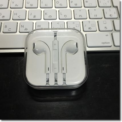 06_Apple EarPods-min