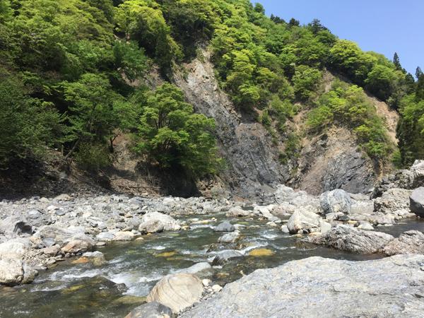 02_新緑の細川を釣る
